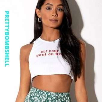 Ribbed Graphic Crop Top In White